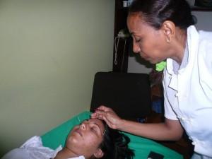 Soledad con Paciente Acupuntura Cefalea