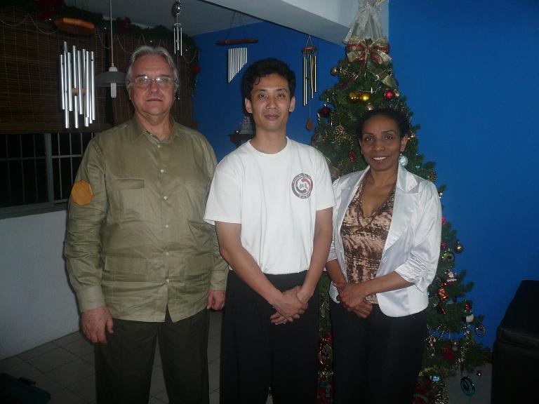 Maestro Chen con Jose Kutos y Soledad Yriza
