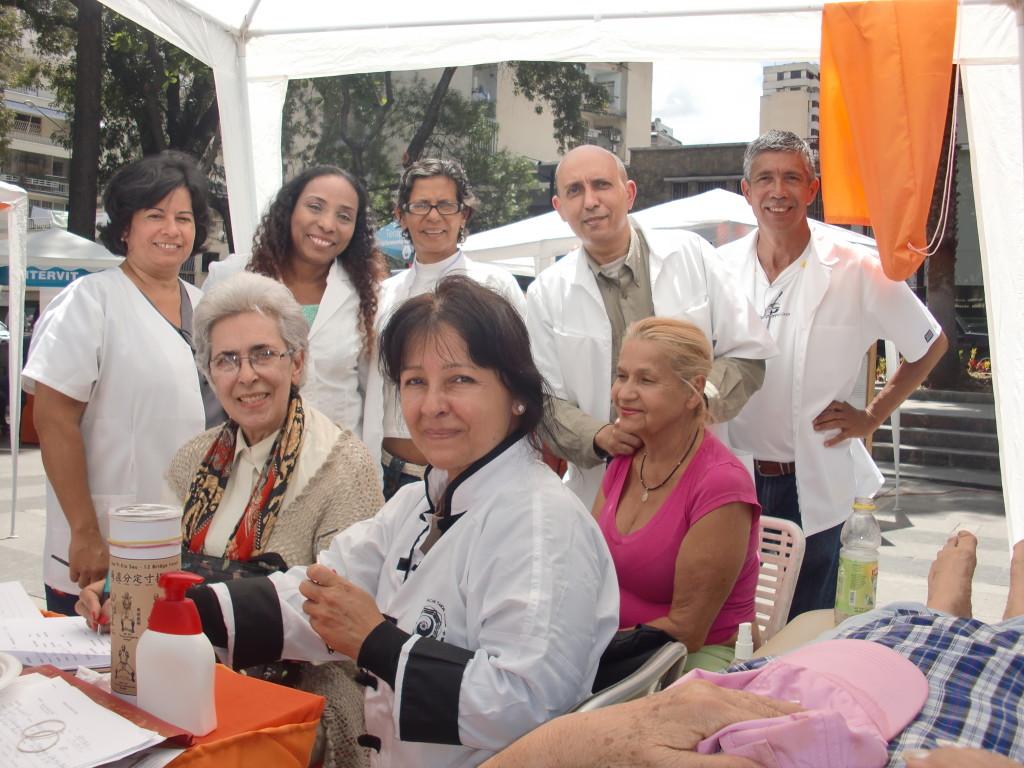 Sifu Soledad con Tesistas y Pacientes